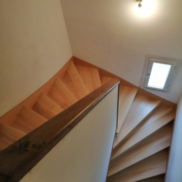 Habillage escalier balancé béton